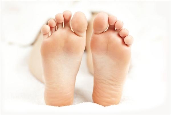 Người sở hữu lòng bàn chân bằng phẳng ít gặp trắc trở trong cuộc sống.