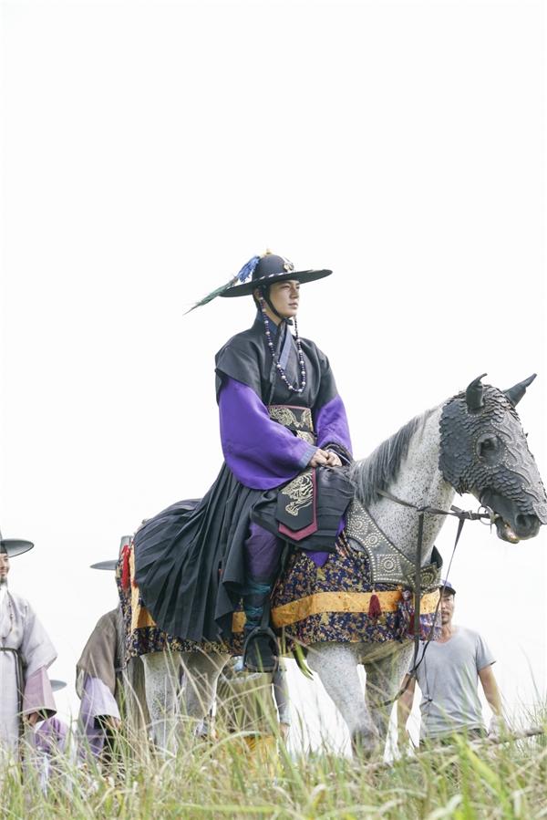 Tạo hình cổ trang đẹp như tranh của Lee Min Ho khiến fan