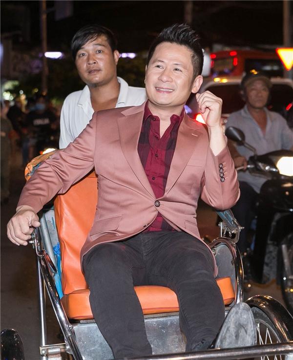 Bằng Kiều, Kim Tuyến và dàn sao đồng loạt đi xích lô dự sự kiện - Tin sao Viet - Tin tuc sao Viet - Scandal sao Viet - Tin tuc cua Sao - Tin cua Sao