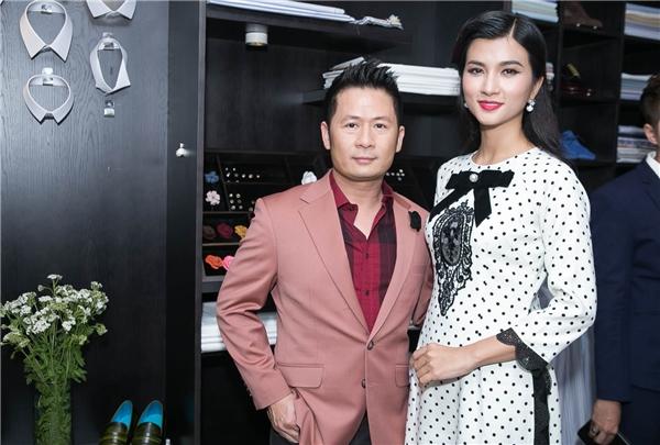 Với chủ đề là thời trang của những năm 1960, nữ diễn viên Kim Tuyến hóa thành những quý cô sang trọng và tinh tế trong chiếc áo dài cách tân. - Tin sao Viet - Tin tuc sao Viet - Scandal sao Viet - Tin tuc cua Sao - Tin cua Sao