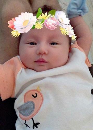 Vợ chồng Phương Vy Idol đặt tên con gái là Ailani. Cái tên này mang ý nghĩa là nữ hoàng xinh đẹp ở Hawaii. Con gái Phương Vy còn có tên thân mật là Kuru, một từ tiếng Nhật để chỉ những lọn tóc xoăn vì bé có mái tóc xoăn giống bố. - Tin sao Viet - Tin tuc sao Viet - Scandal sao Viet - Tin tuc cua Sao - Tin cua Sao