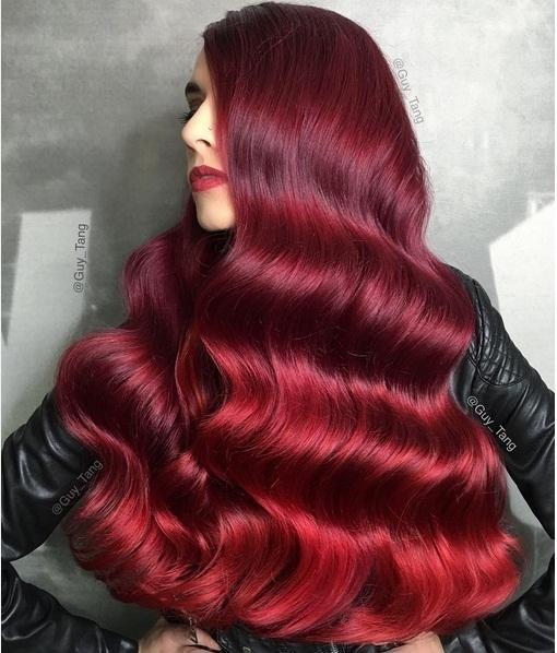 Bạn sẽ nổi bần bật trong màu noel nàyvới mái tóc đỏ rượu quí phái.