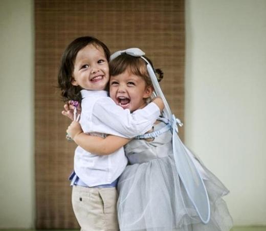 Nữ ca sĩ cởi mởđăng tải lên trang cá nhân của mình những hình ảnh về hai nhóc tìdễ thương và vô cùng đáng yêu. - Tin sao Viet - Tin tuc sao Viet - Scandal sao Viet - Tin tuc cua Sao - Tin cua Sao
