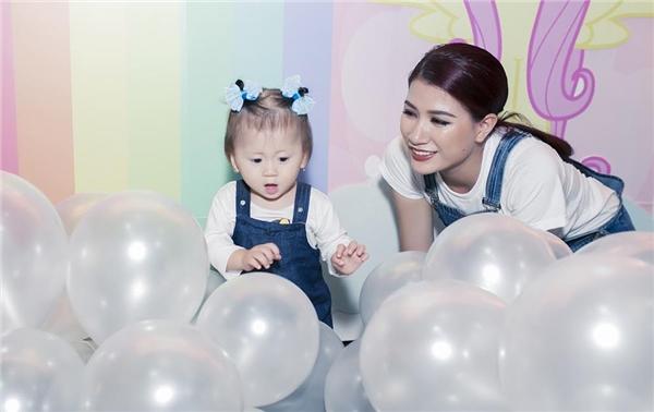 Trang Trần và bé Kiến diện đồ đôi đến mừng sinh nhật chị Bảo Tiên - Tin sao Viet - Tin tuc sao Viet - Scandal sao Viet - Tin tuc cua Sao - Tin cua Sao