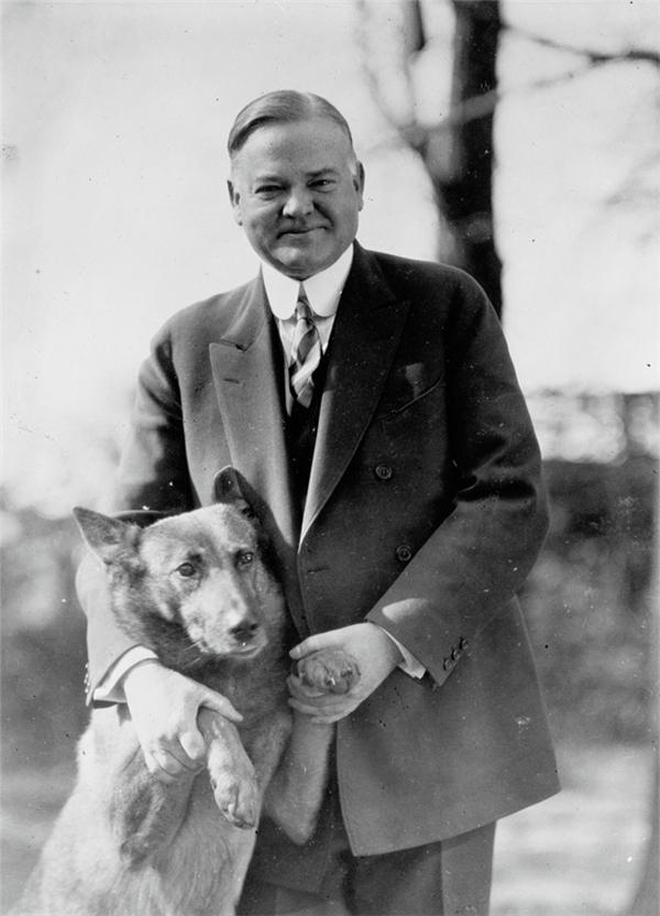 Tổng thống Herbert Hoover chụp ảnh cùng cún cưng.