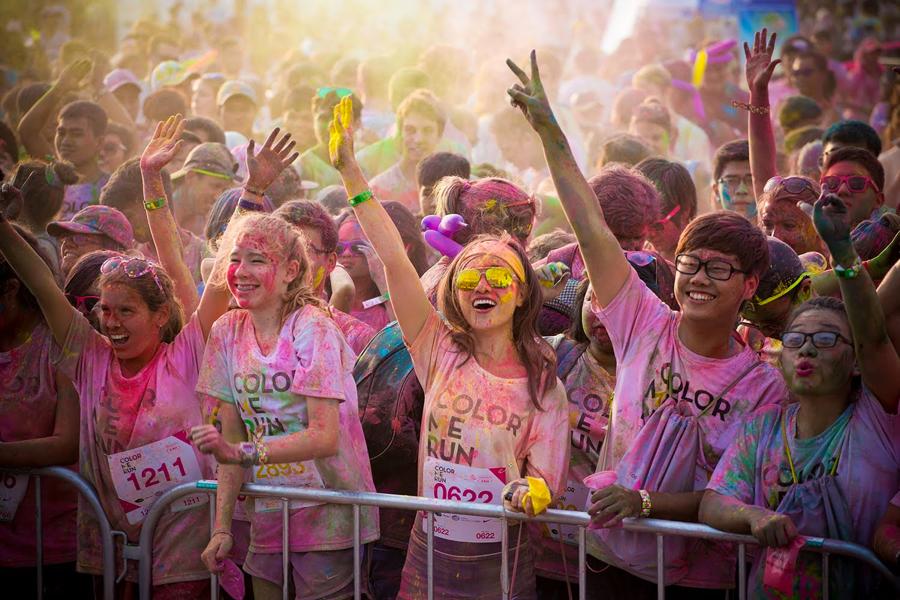 Đường chạy sắc màu 2016 được giới trẻ hưởng ứng nhiệt tình, có sự kết hợp độc đáo giữa môn thể thao chạy bộ với những hoạt động thú vị trên đường chạy.