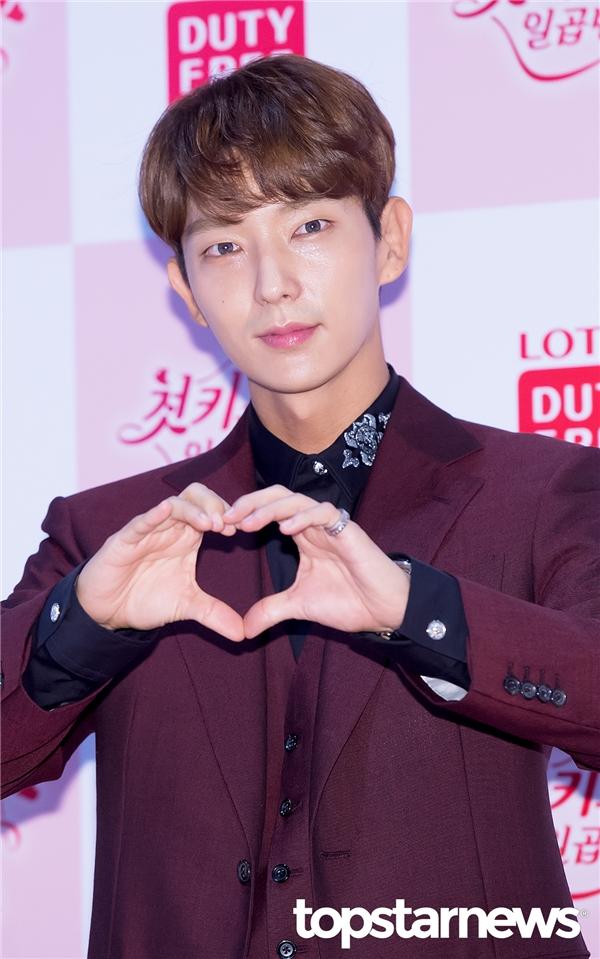 """Đến với bộ phim, khán giả có cơ hội gặp lại """"anh Tứ"""" Lee Jun Ki vừa gặt hái thành công sau """"siêu phẩm"""" Moon Lovers. Dù năm nay đã bước sang tuổi 32 nhưng anh vẫn sở hữu vẻ ngoài trẻ trung và """"xinh trai""""."""