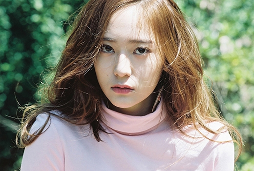 Mặc dù đến hiện nay nhóm của cô vẫn chưa để lại ấn tượng nào cho người yêu nhạc nhưng với nhan sắc của mình Krystal đã làm tốt vai trò visual.