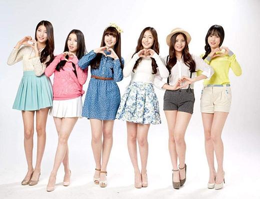 """Các cô gái nhóm G-Friend với nhan sắc """"khiêm tốn"""". Thành viênYe-Rin thường xuyên được xếp giữa đội hình."""