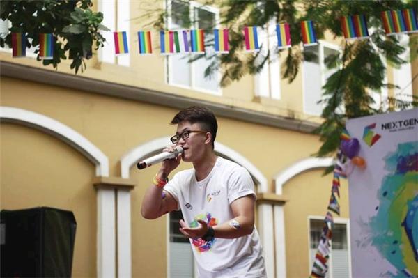 Ngoài ra anhcòn rất tích cực tham gia các hoạt động liên quan đến quyền lợi của cộng đồng LGBT. - Tin sao Viet - Tin tuc sao Viet - Scandal sao Viet - Tin tuc cua Sao - Tin cua Sao