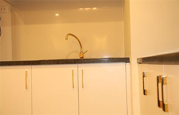 Hình ảnh toilet được dát vàng khiến nhiều người phải xuýt xoa.