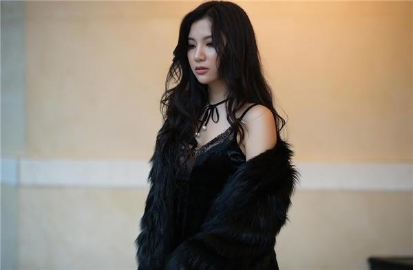 Sau khi tham gia cuộc thi The Remix 2016 cùng bạn thân Emily, Hạnh Sino đang tích cực đẩy mạnh con đường solo để khẳng định tài năng. Đặc biệt, nửa cuối năm 2016, Hạnh Sino đã có nhiều dự án để hâm nóng tên tuổi.