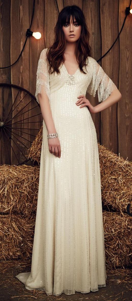 Váy cưới Gypsy với phần tay kết từ kim sa