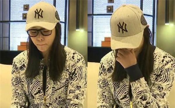 """Hoa hậu """"hồ ly tinh"""" không còn giữ thái độ trơ trẽn, ngạo nghễ như trên mạng mà đã biết cúi đầu nhận sai, khóc lóc giàn giụa rồi nói lời xin lỗi."""