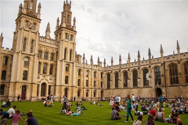 Trường đại học Oxford, Anh dẫn đầu bảng xếp hạng.