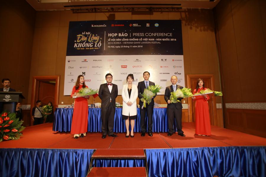 Buổi họp báo Lễ hội đèn lồng khổng lồ Việt Nam - Hàn Quốc 2016 diễn ra tại khách sạn Sheraton, Hà Nội.
