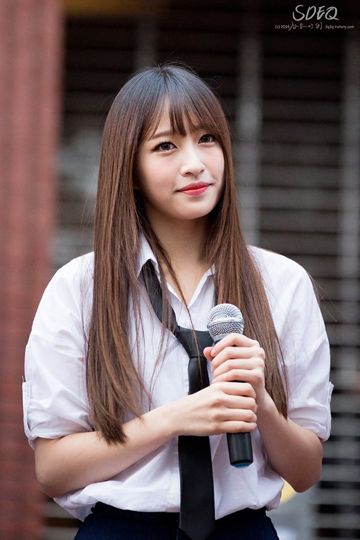 Không chỉ được biết đến là cô gái xinh đẹp của nhóm, Hani còn gây ấn tượng bởi Idol có chỉ số IQ cao ngất ngưỡng.