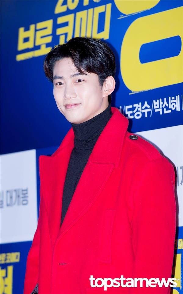Sự kiện này chắc chắn không thể vắng mặt Taecyeon (2PM), chàng trai vẫn luôn dõi theo bóng hình của Park Shin Hye từ sau chương trình Three Meals A Day.