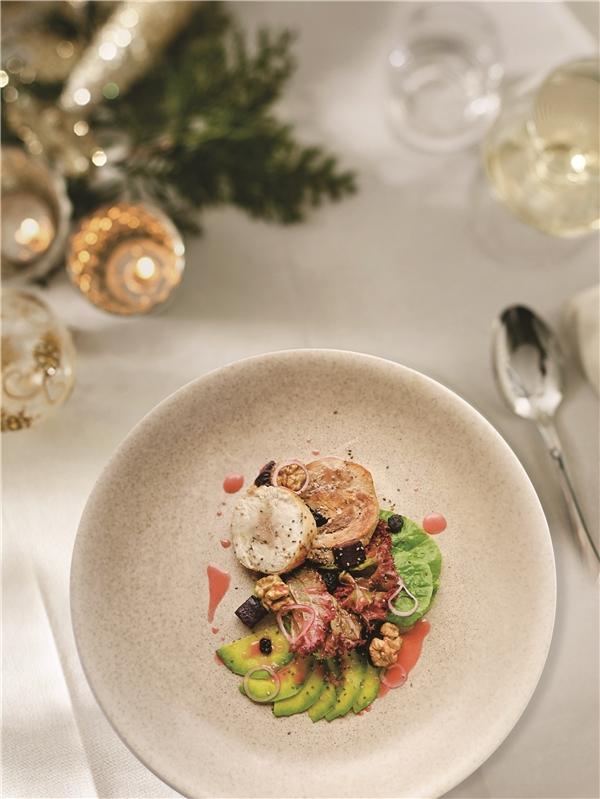 Món Gà Tây Sous Vide đậm chất Giáng Sinh tại Chill Dining.