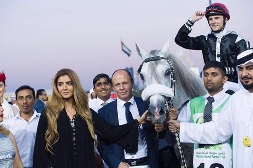 Cô nàng rất được vua cha yêu quý và là người thừa kế thứ 7 của hoàng gia Dubai.