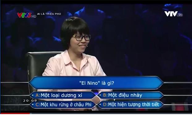 """Câu hỏi đầu tiên đã """"làm khó""""Quyên.(Ảnh: Cắt clip)"""