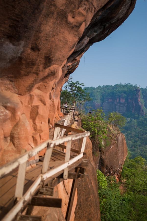"""""""Đại diện"""" đến từ Thái Lan là lối đi cheo leo ở núi Wat Phu Tok, Bueng Kan."""