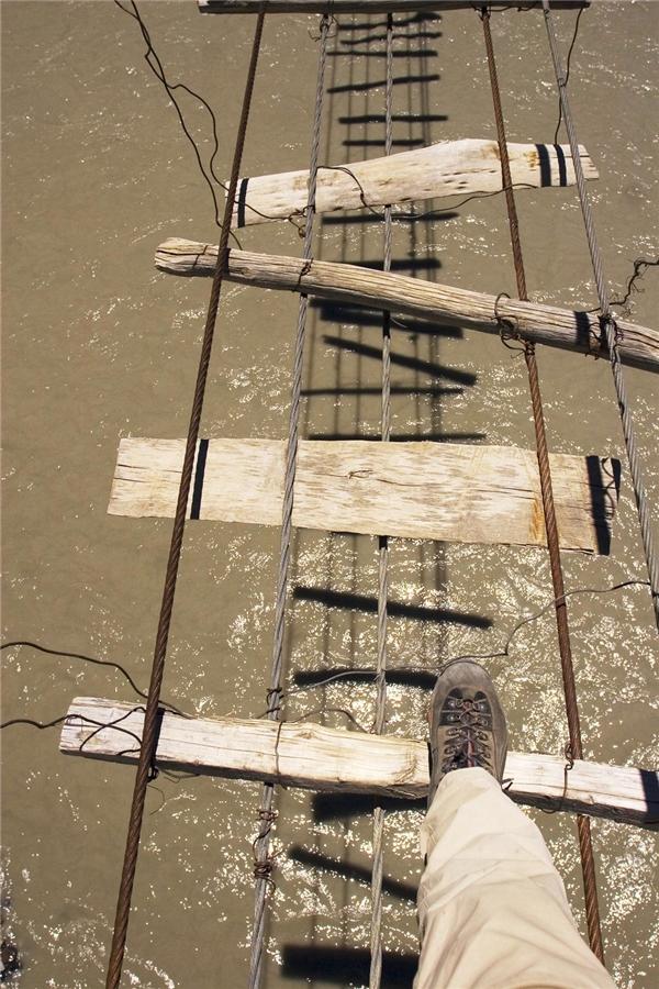 Nhìn cây cầu bắc ngang sông Hunza (Passu, Bắc Pakistan), bạn có dám bước qua?