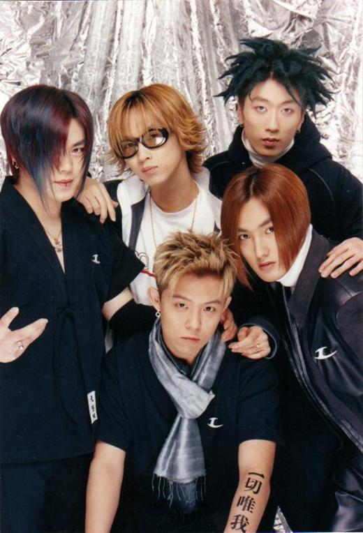 Ra mắt vào năm 1996, nhóm nhạc nam thần tượng đầu tiên của nhà SM làm khuynh đảo Kpop.