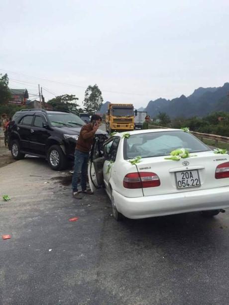 Vụ tai nạn nghiêm trọng xảy ra ngay trong ngày cưới khiến không ít người bàng hoàng.