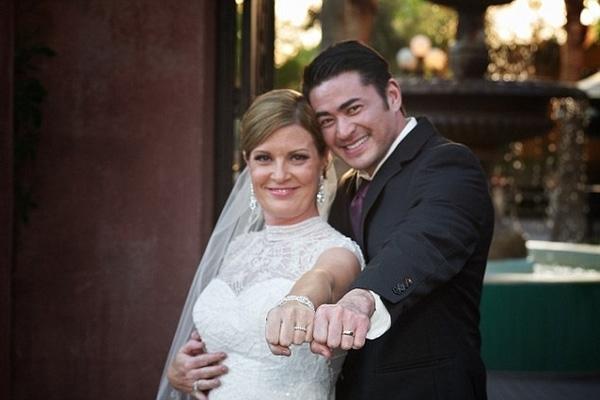 Mới đâyThomas đã gặp và kết hôn với một cô giáotên Amber Nichols.