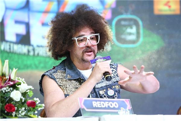 """Redfoo tiết lộ những """"món ăn đặc biệt"""" sẽ được anh dành ở cuối chương trình và có thể nam ca sĩ sẽ mời cả khán giả lên sân khấu để cùng quậy cùng mình và ban nhạc. - Tin sao Viet - Tin tuc sao Viet - Scandal sao Viet - Tin tuc cua Sao - Tin cua Sao"""