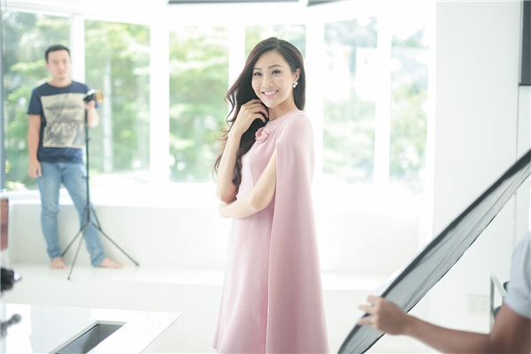 Diệu Ngọc trong buổi chụp ảnh cho một thương hiệu thời trang.