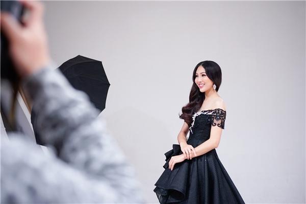 Được biết, nhà thiết kế Phạm Đăng Anh Thư sẽ đảm nhận phần trang phục dạ hội của cô. Trong khi đó, nhà thiết kế Thuận Việt sẽ giúp Diệu Ngọc tỏa sáng với những thiết kế áo dài truyền thống đơn giản nhưng vô cùng sang trọng, tinh tế.
