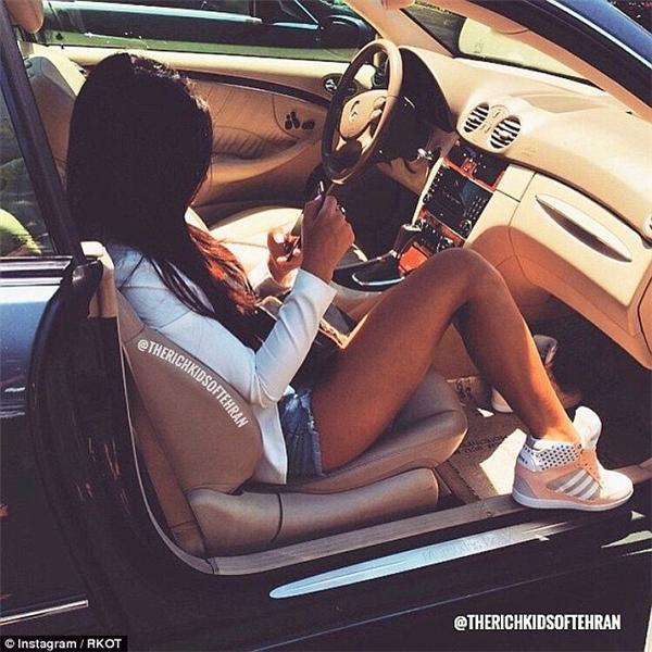 Siêu xe, biệt thự... hội con nhà giàu Iran không hề kém cạnh ai.(Ảnh: Rich Kids Of Tehran)