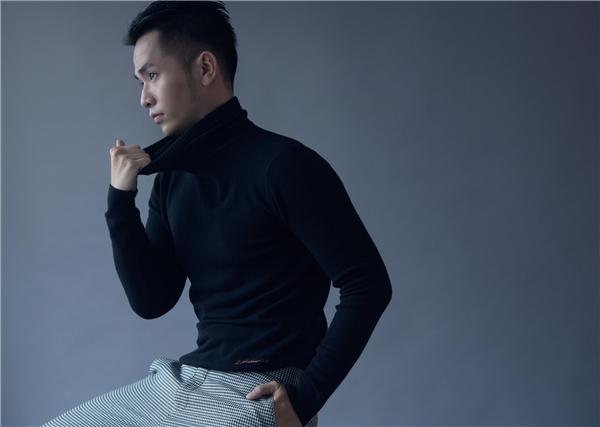Trong bộ ảnh mới nhất được thực hiện bởi nhiếp ảnh gia Thiên Minh, Phạm Hồng Phước trở nên lịch lãm và nam tính hơn so với hình ảnh thư sinh từng được yêu mến trước đây. - Tin sao Viet - Tin tuc sao Viet - Scandal sao Viet - Tin tuc cua Sao - Tin cua Sao