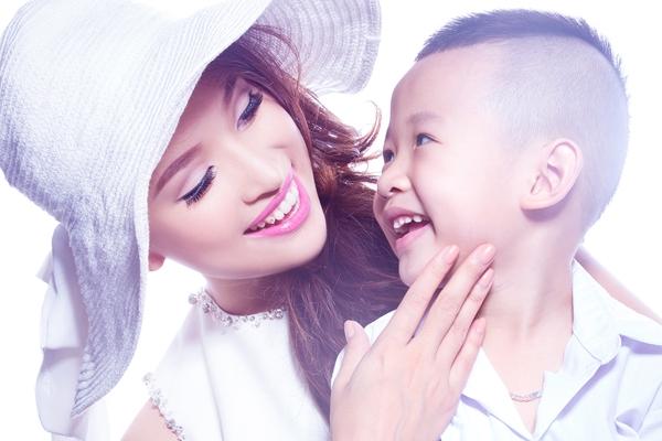 Vân Hugovà những khoảnh khắc hạnh phúc bên con trai.