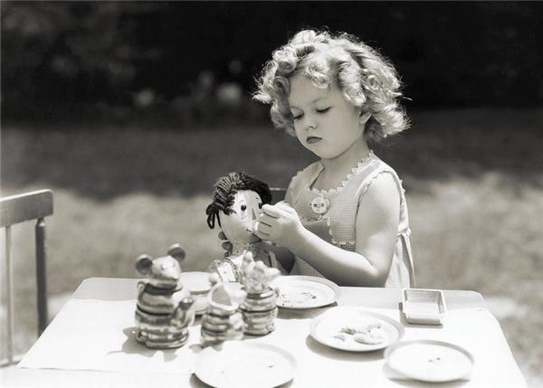 Toàn bộ số tiền cô kiếm được đều bị bố mẹ chiếm giữ cho riêng mình.