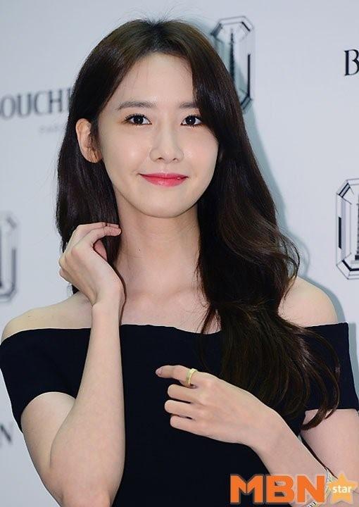 Với bộ trang phục này, Yoona đã nhận không ít lời khen ngợi từ khán giả và giới báo chí.