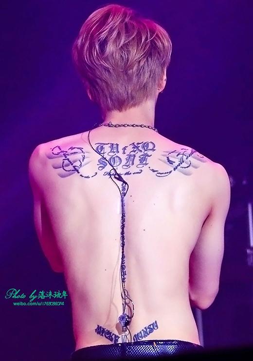 """Jaejoong có nhiều hình xăm ở trên lưng, nó gắn liền với kỷ niệm và tình yêu của anh dành cho nhóm của mình. Anh nói:""""Trong cuộc sống của tôi cho đến bây giờ, những điều tôi không muốn quên, nhưng điều tôi cảm thấy biết ơn và ký ức về những điều tôi thấy hối tiếc, tôi đã chuyển những điều đó thành lời và khắc lên cơ thể mình."""" - Trích ELLE Movie Still."""