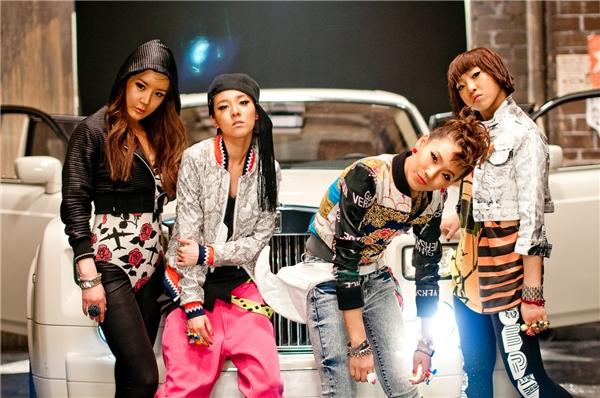 Trước 2NE1 người ta không nghĩ sẽ có ngày có hình tượng và âm nhạc giống2NE1. Hiện nay, phong cách cũng như hình ảnh của các nhóm nhạc học hỏi từ 4 cô gái rất nhiều và đem đến thành công không nhỏ cho họ.