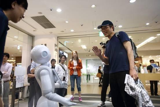 Robot Pepper đọc được cảm xúc của khách hàng. (Ảnh: internet)