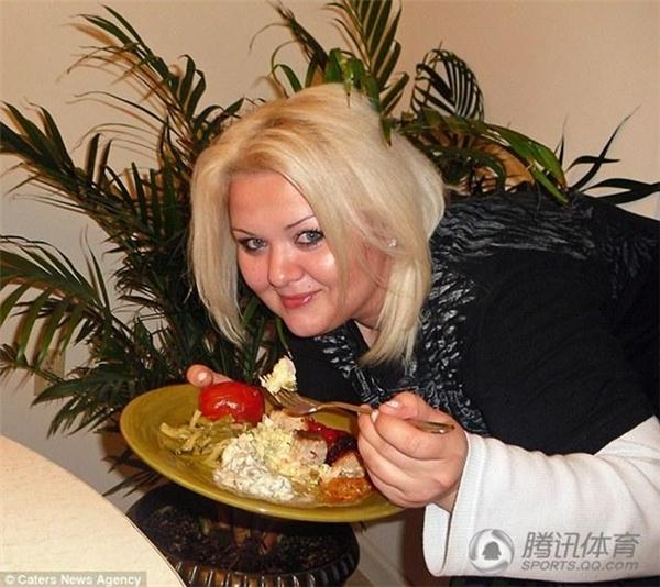 Alvina Rayne bắt đầu ăn uống không kiểm soát sau những rắc rối trong tình cảm với bạn trai.