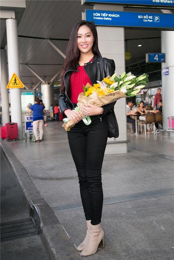 Tại sân bay, Diệu Ngọc gây chú ý với chiều cao nổi bật 1m83, đôi chân dài miên man cùng vẻ ngoài thanh tú đậm chất Á đông. Đây cũng là một trong những lợi thế của Diệu Ngọc trong mặt bằng chung của thí sinh Hoa hậu Thế giới 2016.