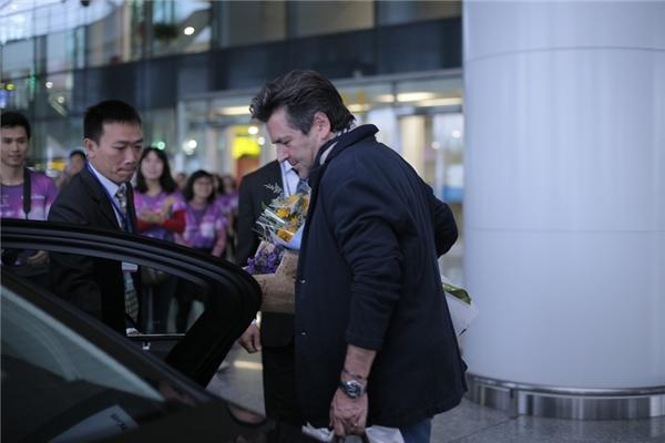 Rời sân bay, Thomas Anders di chuyển bằng khách sạn và chuẩn bị cho buổi gặp gỡ báo chí vào chiều nay.