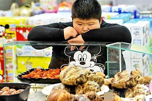 Sau 2 tháng điều trị hiện nay cậu bé Li Hang 11 tuổi đã giảm được 11kg.