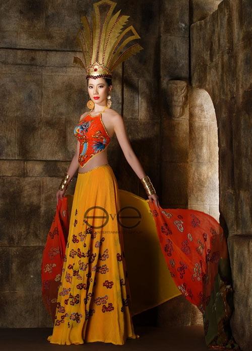 Năm 2010, Chung Thục Quyên nhận nhiều ý kiến trái chiều khi kết hợp áo yếm cùng váy xòe có phần lưng trễ sâu tạo cái nhìn không tinh tế tại Hoa hậu Quốc tế.