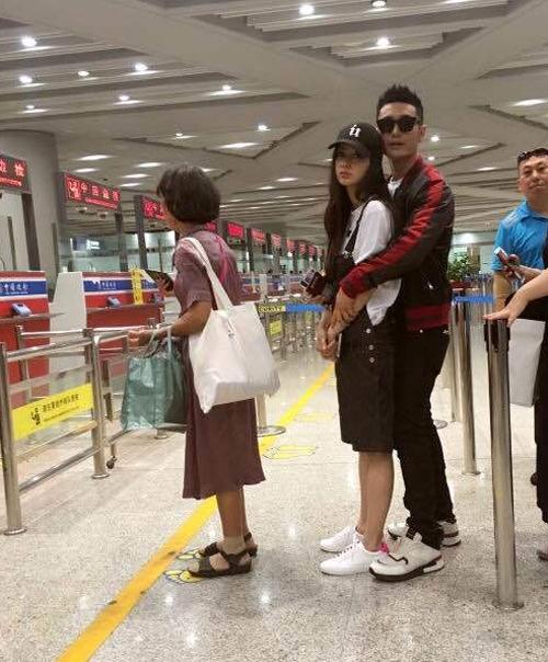 Vợ chồng Huỳnh Hiểu Minh - Angela Baby luôn tình tứ.
