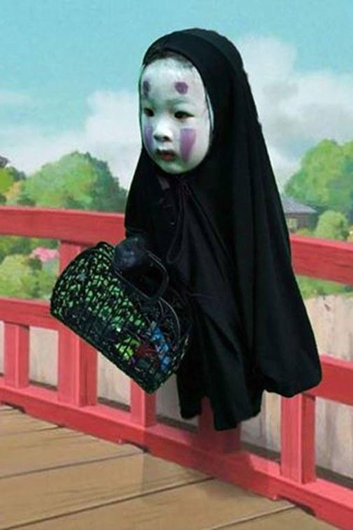 Hình ảnh của cô bé còn trở thành nguồn cảm hứng chế ảnh của dân mạng.(Ảnh: Internet)
