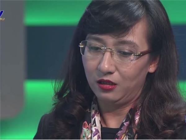 BTV Vân Anh nghẹn ngào chia tay VTV sau 20 năm gắn bó
