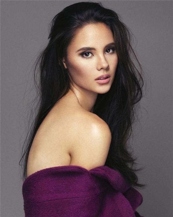 """""""Hoa hậu Philippines Catriona Elisa Gray có vẻ ngoài thu hút ngay từ ánh nhìn đầu tiên. Cô ấy thân thiện, cởi mở và hòa đồng, tạo cảm giác dễ chịu cho người đối diện. Theo Ngọc được biết, Catriona Elisa GRAY được xem là ứng cử viên rất mạnh của cuộc thi năm nay""""."""